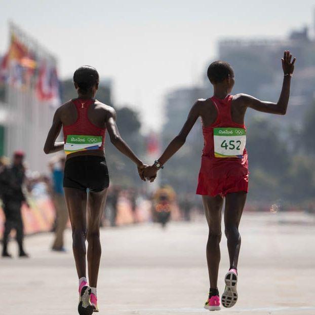 La keniana Jemima Jelagat Sumgong, of Kenya ed Eunice Jepkirui Kirwa del Bahrain, prima e seconda nella maratona femminile #Rio2016