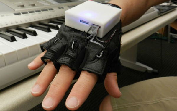 Mobile Music Touch // A vibrating glove that teaches you how to play piano.: The Piano, Fine Motors, Fingers, Spinal Cords Injury, Gloves, Mobiles Music, Georgia Tech, Motors Skills, Piano Lessons