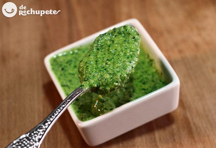 Cómo preparar una buena salsa de pesto genoves. Receta italiana - http://www.recetasderechupete.com/salsa-pesto-receta-italiana/10500/ #derechupete                                                                                                                                                                                 Más