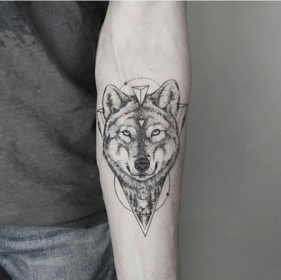 Wrist Wolf Tattoo Wolf Tattoo Models Wolf Tattoo Ideas Wolf Tattoo For Men Lobo Tatuagem Tatuagem No Antebraco Tatuagens Geometricas