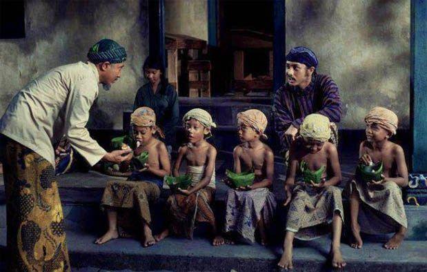 Pria dan Anak Suku Jawa - Sumber Gambar kisahasalusul.blogspot.com