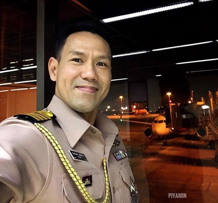 ไฟล์ทดึกแค่ไหนหากเป็นหน้าที่ เราก็ต้องมา FD154 Chennai landed 3.30am #airasia #dmk #donmuanginternationalairport #bangkok #thailand #thainavy #onduty