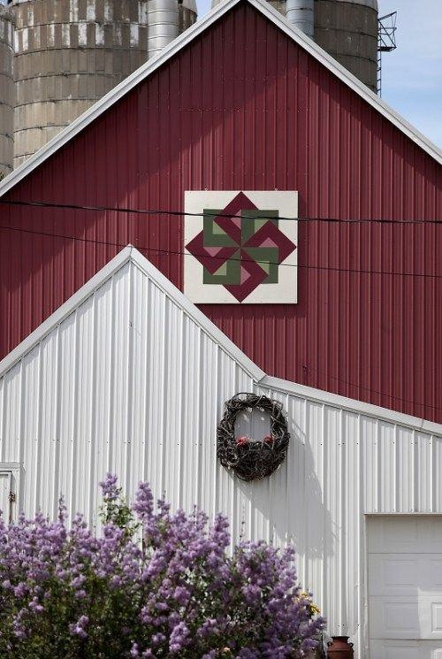 Quilt Patterns On Wisconsin Barns : 17 Best images about BARN QUILTS on Pinterest Mariners compass, Pennsylvania dutch and Barn signs