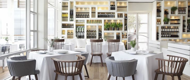 Discover the heart and soul of contemporary Mediterranean cuisine at Hotel Arts' Michelin-starred flagship restaurant, overseen by renowned catalan chef Paco Pérez.