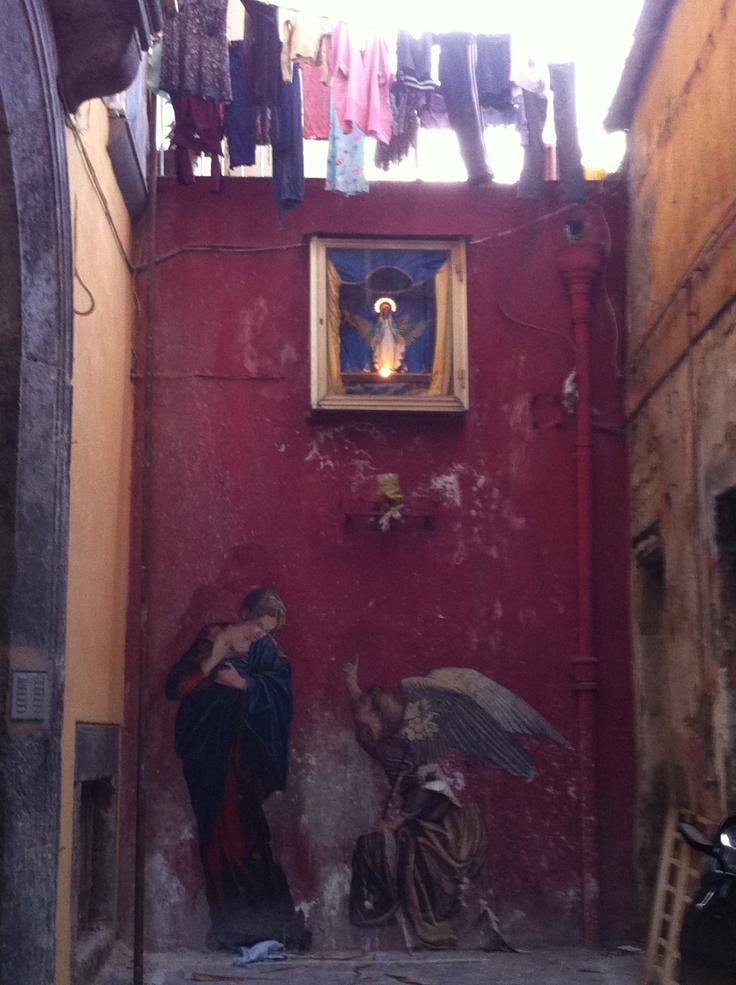 Street paintings near Piazza Bellini