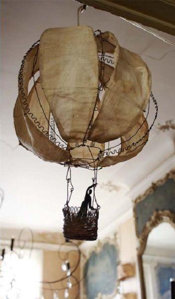 Kuumailmapallolamppu kankaasta ja rautalangasta
