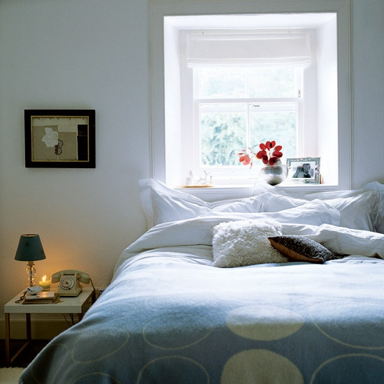 17 best images about bed by the window on pinterest for Bedroom ideas window over bed