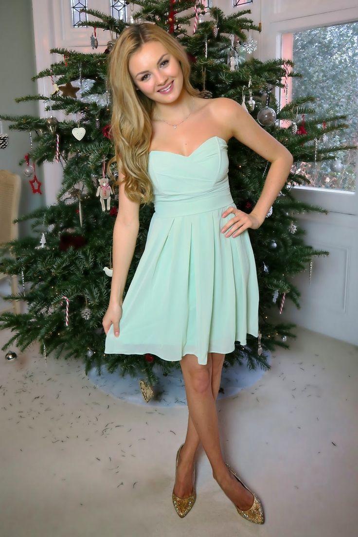 That dress is so pretty!!
