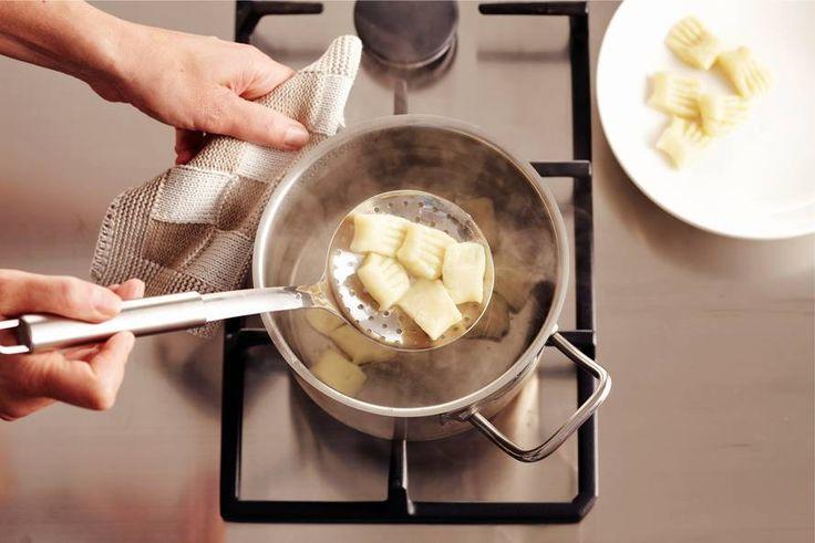 Gnocchi maken - video Allerhande + recept en variant met spekjes, boontjes, uiten en cremefraiche