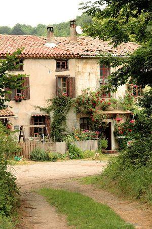 French farmhouse....ahhh a girl can dream...simple life...