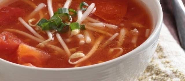 Deze Chinese tomatensoep krijgt zijn zoetheid niet door suiker maar door iets anders! Erg lekker en makkelijk te maken. Bovendien gluten en lactosevrij!