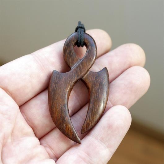 Кулон из дерева