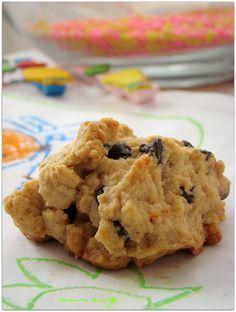 ………………… Çirkin kurabiyenin orjinal tarifinde üzüm ve ceviz bulunur lakin ben ,yanık üzüm tadından hoşlanmadığım için , damla çikolata ile denedim. Tarifimi Tuzbiber dergisinin kurabiyeler etkinliğine yolluyorum ve sevgili arkadaşım Ferah a kolaylıklar diliyorum. Malzemeler: 100 gr tereyağ (oda sıcaklığında) 2 yemek kaşığı sıvıyağ 1 su bardağı pudra şekeri 1 su bardağı damla çikolata 1 …