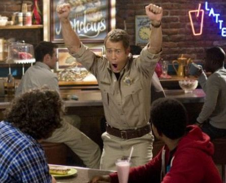 """Someone robbed a bank!!!! Woooooooo!!!! #Eureka I loved how he reacted to a """"real"""" crime"""