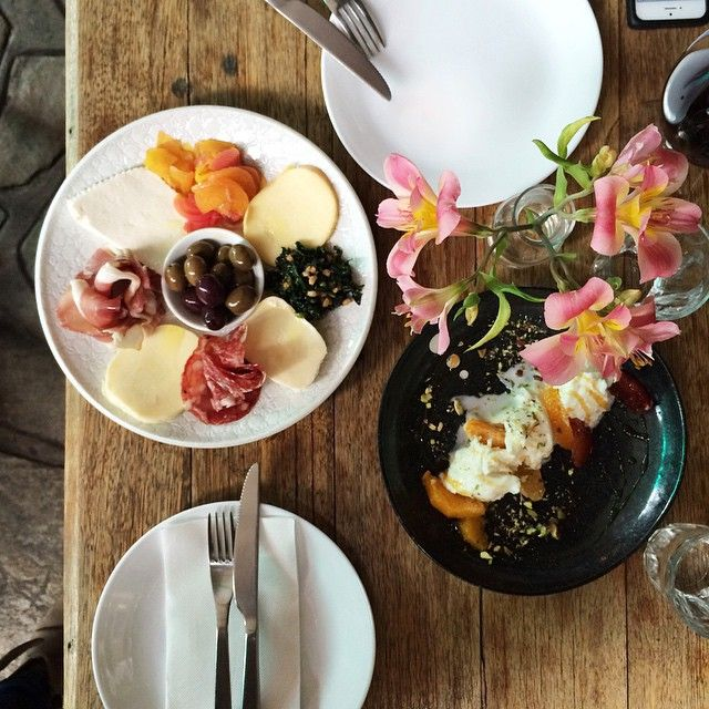 """The citrus caprese salad @eticapizzeria was so so good! Buffalo mozzarella with orange, tangelo, honey & pistachio  and the 'misto plate' with scamorza (bianca & affumicata), fior de latte, prosciutto, golden and red beetroot and a beautiful ricotta "" Photo taken by @brigadeirochoc on Instagram, pinned via the InstaPin iOS App! http://www.instapinapp.com (09/26/2014)"