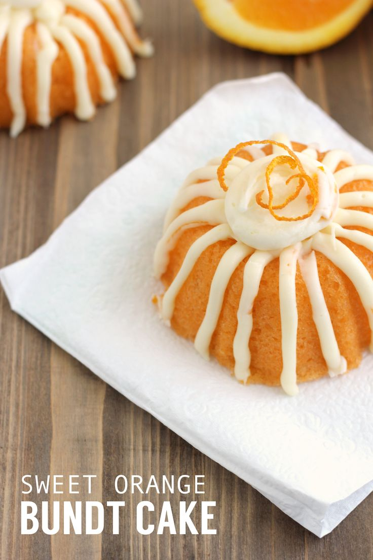 Delicious Orange Bundt Cake - a sweet treat for the middle of summer. Try out this moist and tasty cake that's light and fluffy. Yum! | www.thirtyhandmadedays.com