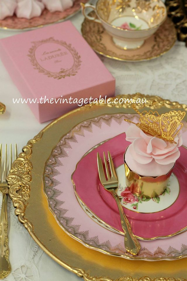 Dessert & Side Plate with Gold Charger Plate