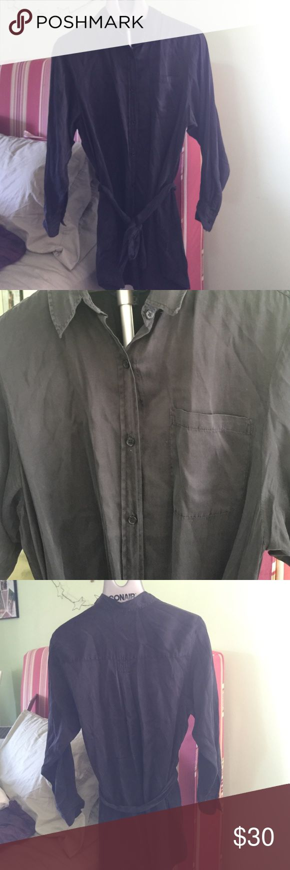 French Connection Black Button Down Dress Size 8 French Connection Black Button Down Dress Size 8. 55% Silk 45% Cotton. Perfect work dress, however definitely needs to be worn with tights or leggings. Please don't hesitate to ask any questions! :) French Connection Dresses Long Sleeve