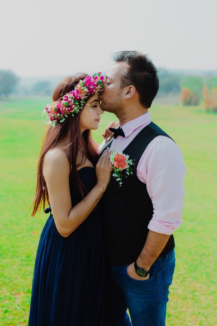 Pre-wedding shoot made with just love #TrendingPhotos, #PreWeddingShootIdeas, #MustHaveShots, #CoupleShoot #shaadisga