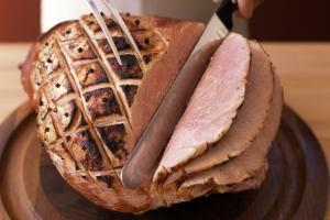 Jack Daniel's Glazed Ham. Jack Daniel's Whiskey, brown sugar, orange zest, and spices gussy up this delicious baked ham. #jackdaniels #ham #food