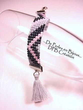 Bracelet tissé main sur métier à tisser :  longueur 17,5cm avec fermoir et 1 anneau longueur 22,5cm avec fermoir et chaînette d'extension largeur de la manchette : 13mm  P - 16902993