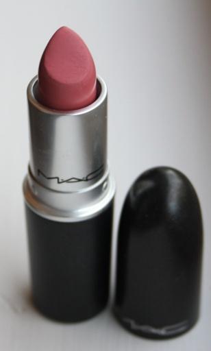 MAC lipstick in 'please me'