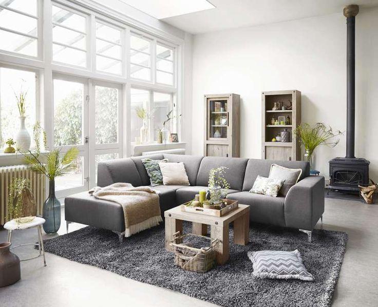 Model Brooklyn. Mooie moderne zithoek met een hoge kwalitatieve afwerking en een zeer goed zitcomfort. Leverbaar in diverse uitvoeringen in stof, lederlook en leer.