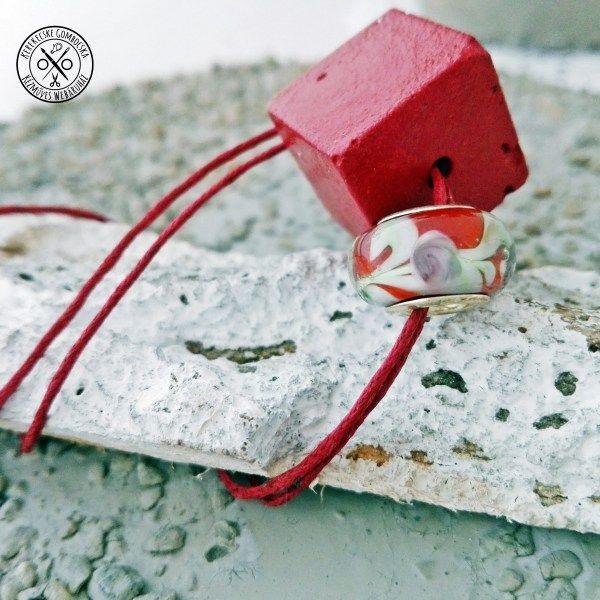 Meggybordó nyaklánc beton- és lámpagyönggyel - megvásárolható a webáruházban #betonékszer