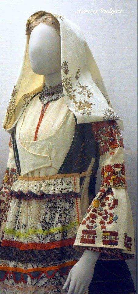 Γιορτινή φορεσιά Άργους. (λεπτομέρεια). Φωτογραφία: Ασημίνα Βούλγαρη