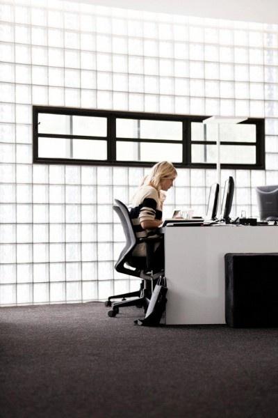 Agentur Loop's minimalist office