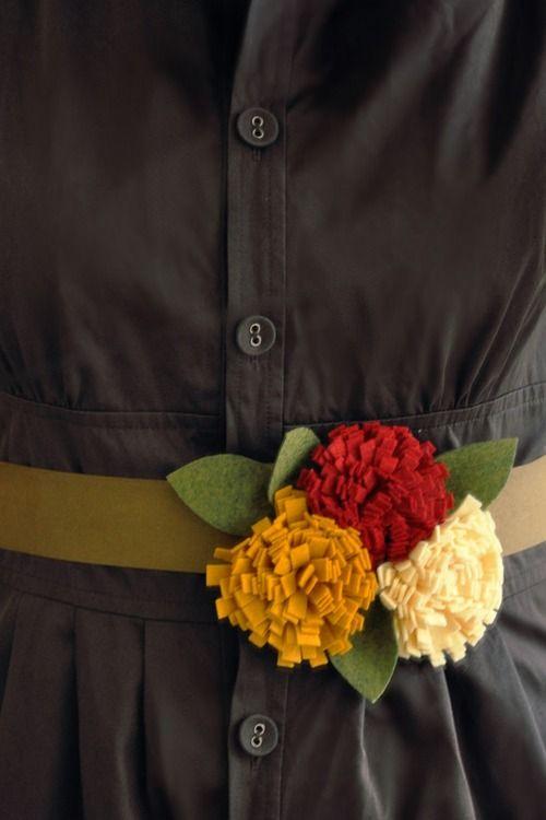 Manualidades de fieltro, cinturón con tres flores