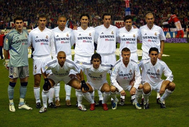 Real Madrid 04-05: Casillas, Helguera, Ronaldo, Solari, Pavón, Figo, Zidane, Roberto Carlos, Raúl, Beckham y Arbeloa