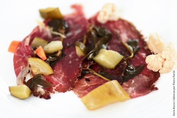 Uno dei piatti che propongo con il prosciutto e carote, zucchine, erba pucchiacchella e cavolfiore scottati e conditi con olio d'oliva