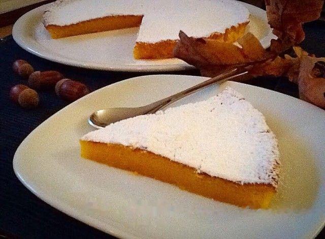 Un'alternativa alla buonissima Tenerina Ferrarese fatta di cioccolato fondente. Un dolce alla zucca che unisce due tradizioni importanti del territorio.