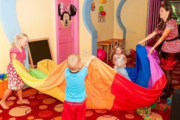 Минни Маус в гостях у малышей
