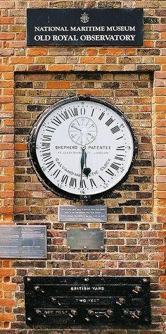 l'horloge de 24 heures, avec des divisions marquées en chiffres romains, à l'observatoire de Greenwich, près de Londres. En Août 1852, au milieu du règne de la reine Victoria, Charles Berger construit et installe son horloge Galvano-magnétique (parfois appelé un moteur-horloge électrique) à l'Observatoire.