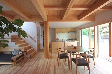 木の家 リビング 大黒柱 太い梁 縁側.jpg