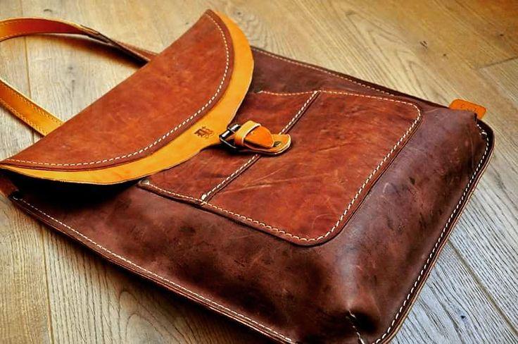 Торба на плечо. Унисекс.  Размеры - 39 х 33 х 6  #Кожаная_женская_сумка #кожаная_мужская_сумка #дизайнерские_сумки #необычные_сумки #авторские_сумки #сумки_ручной_работы #handmade_bags #woman_leather_bags #burtsevbags
