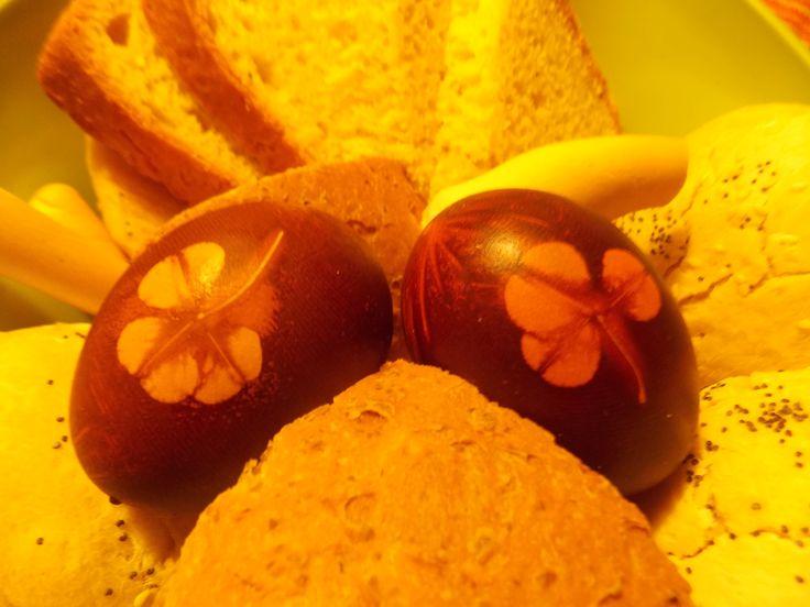 easter eggs - tintura con cipolle rosse