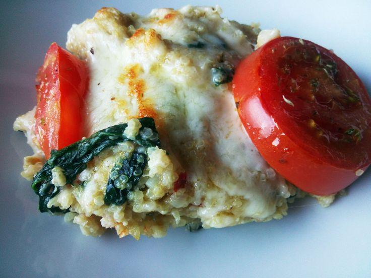 E como quarta feira cá por casa significa dia do vegetariano, dia de darmos folga à proteína animal ao nosso corpo, deixo-vos a sugestão deste delicioso prato de quinoa. Para quem não conhece, a qu…
