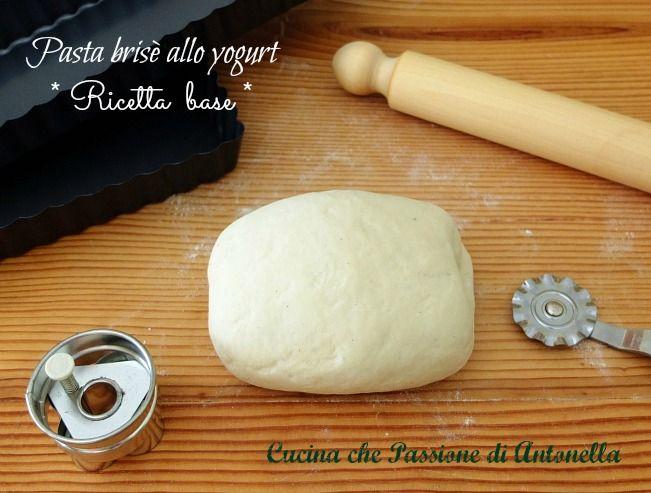 Pasta brisè è una preparazione base della cucina francese.. qui in versione più leggera #senzaburro pasta brisè allo #yogurt http://blog.giallozafferano.it/antonellaincucina/pasta-brise-allo-yogurt-ricetta-base/