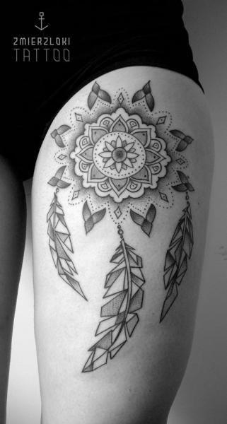 Tatuagem Filtro dos Sonhos na coxa | Geométrica e Pontilhismo