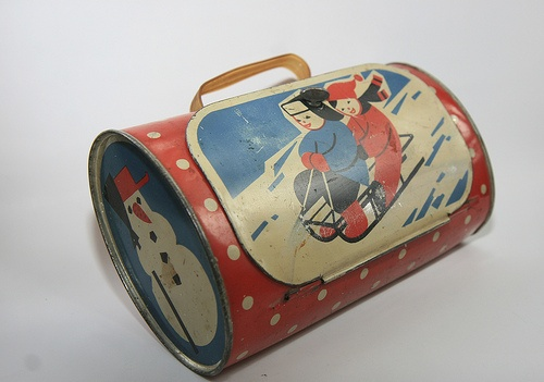vintage tin handbag. I have never seen one of these before, would love to have one.