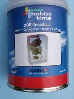 hobby time xor giethars prijs 250 ml € 20,95 en 750 ml € 39,95 XOR Giethars van Hobby Time Kwaliteitsgiethars op 2 componenten basis, hars  + verharder, met UV filter tegen het vergelen  van de gietstukken. Speciaal geschikt voor  biologische objecten, zoals bloemen, vlinders  enz. Iedere verpakking bevat giethars,  verharder, mengbakje en handleiding. Leverbaar per blik met 250 ml. en 750 ml.