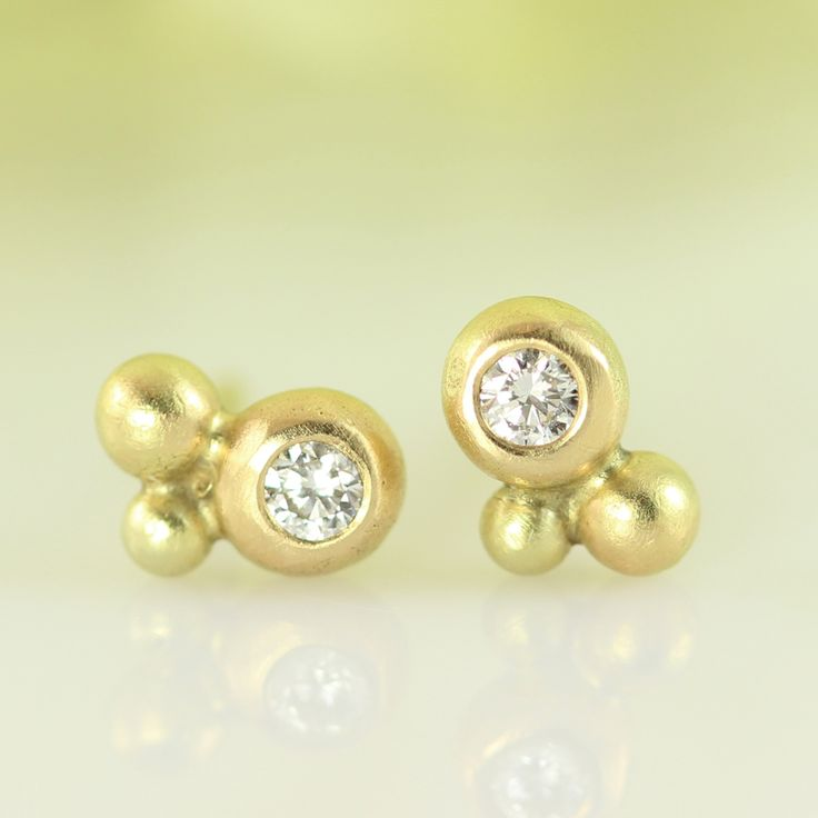 Galleri Castens - Bubbly studs of gold with diamonds