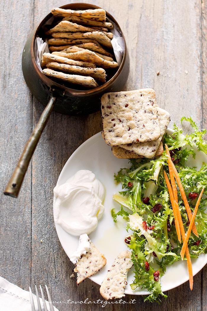 Crackers senza lievito - Ricetta Crackers senza lievito, veloci e facili