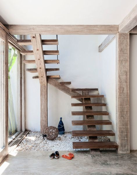 Open stairs provide a sense of lightness and floating. Is this really a child-proofing danger?