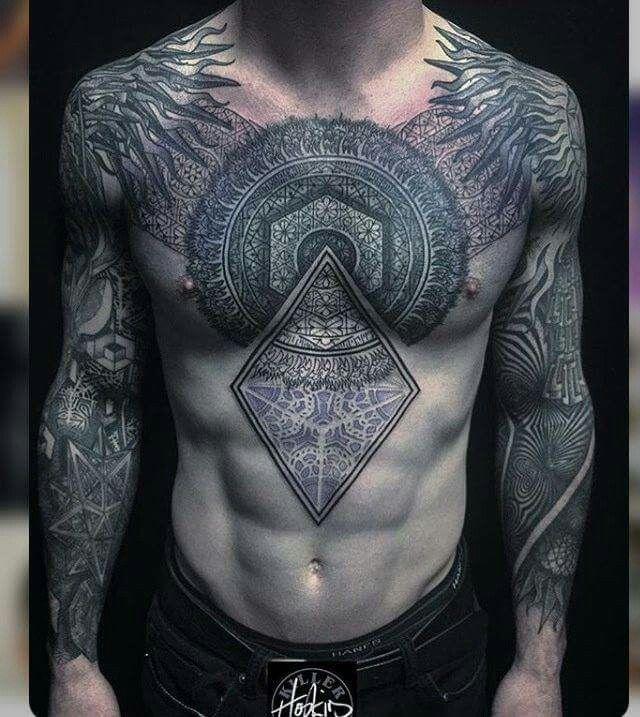 Tatuajes de hombre en el pecho