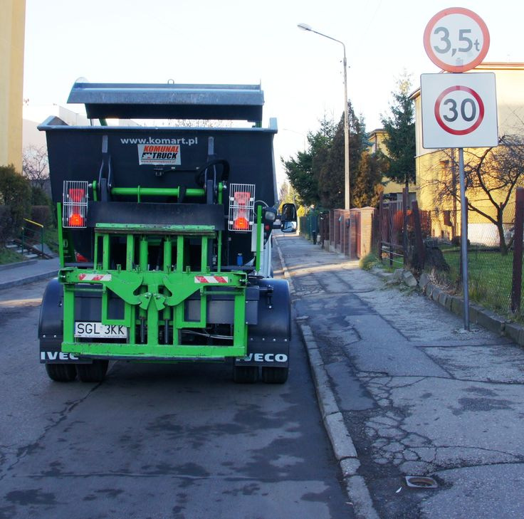Mała śmieciarka KVC na podwoziu IVECO DAILY wjeżdża w uliczki do 3,5 tony.