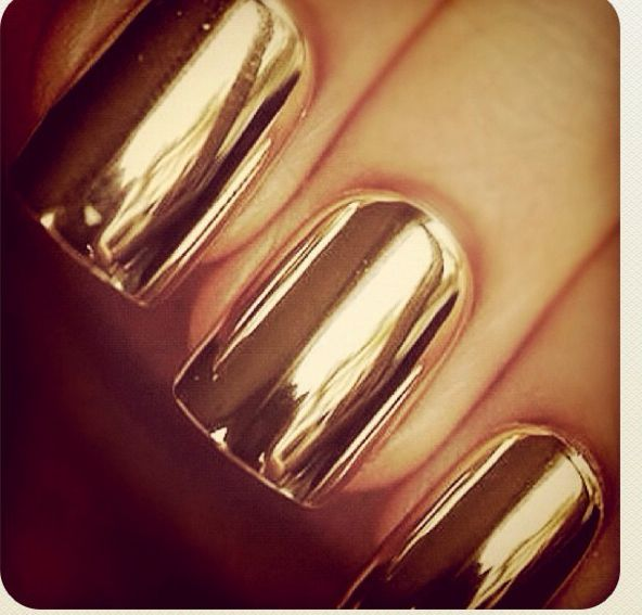 Nunca me he hecho las uñas metálicas pero pronto lo haré! Esperando la ocasión.